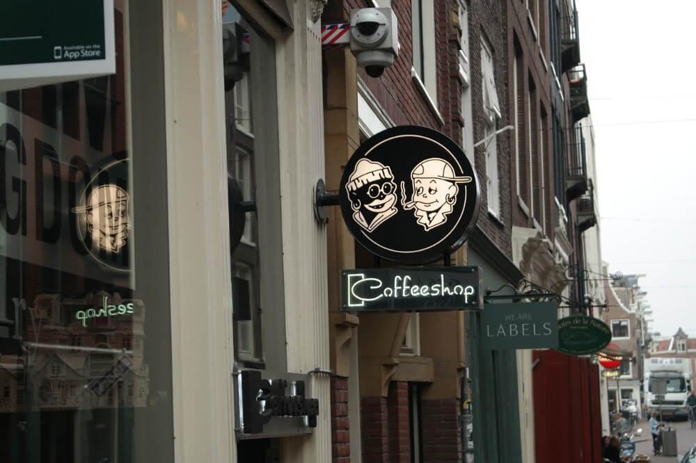 Coffeeshop w Belgii, obraz na ulicy