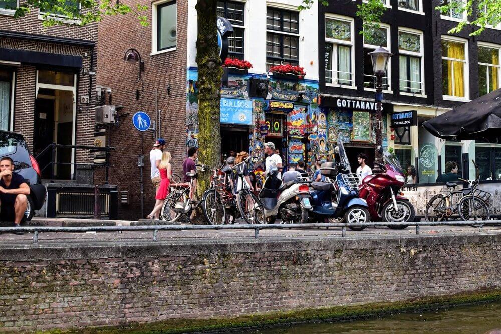 Coffee shop Bulldog z legalną marihuaną w Amsterdamie, Holandia