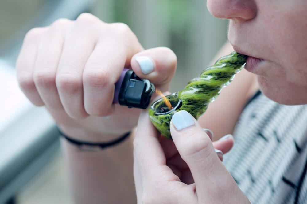 Podpalanie lufki z suszem konopnym, stężenie THC w moczu