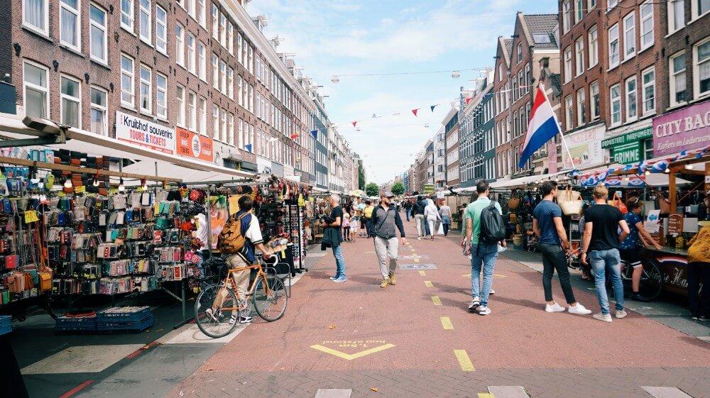Rynek na placu w Amsterdamie, legalizacja konopi w Holandii
